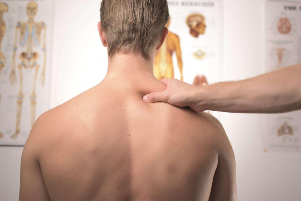 テレワークで起こる腰痛・肩こりの原因は?