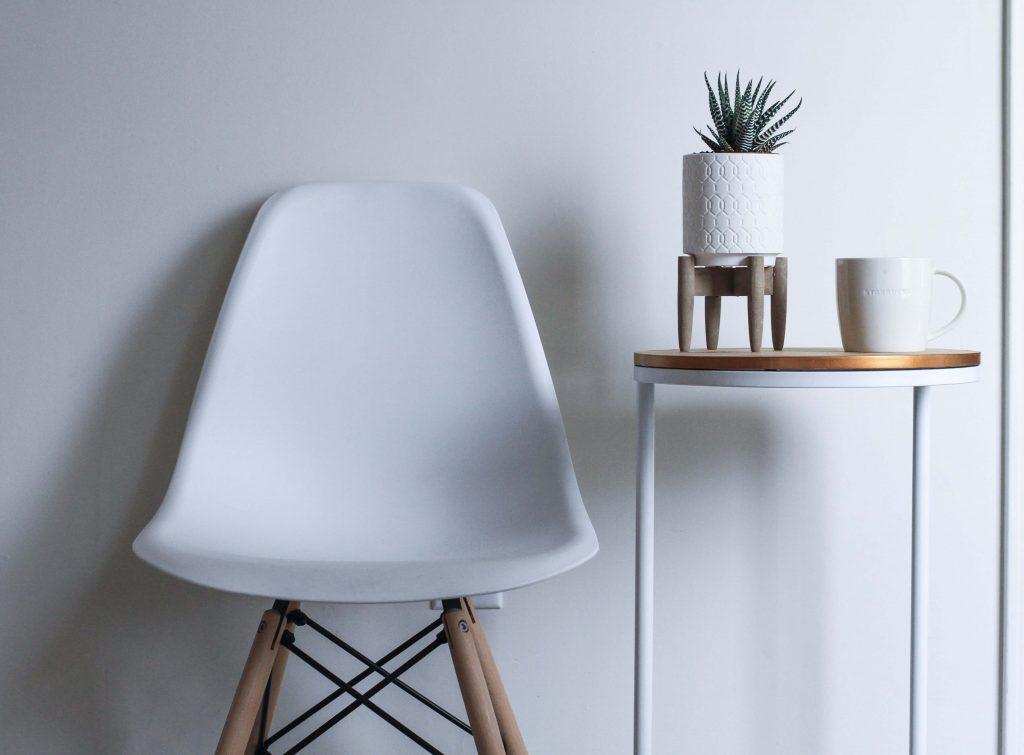 テレワークを「椅子+テーブル」でする場合